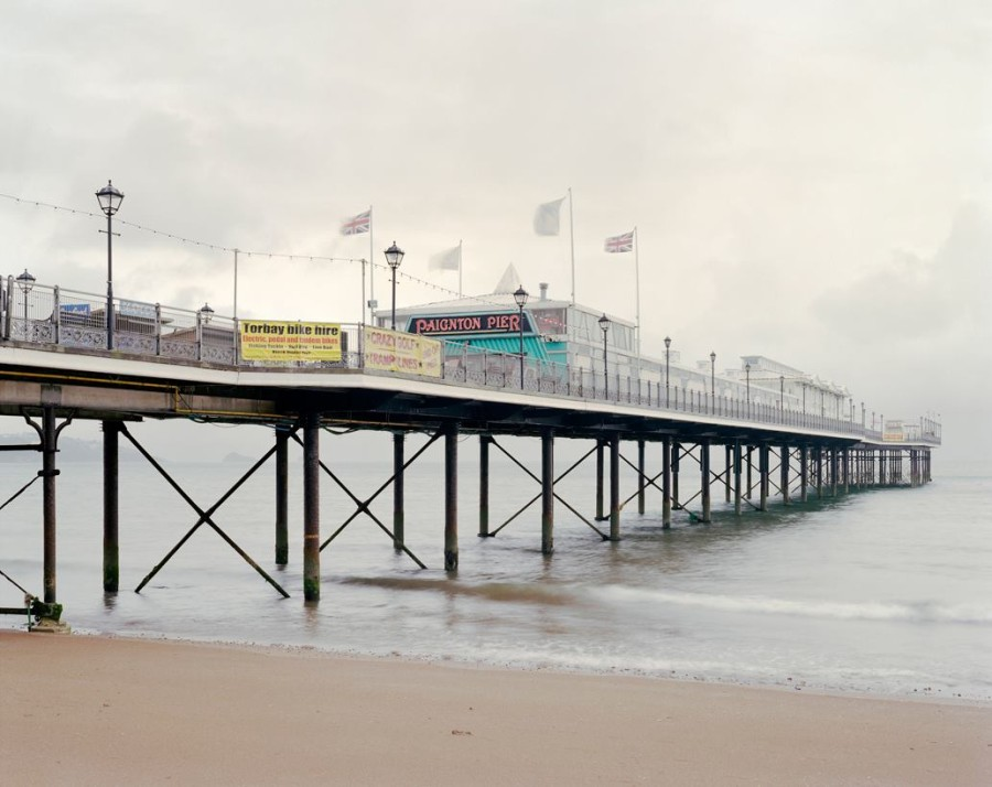 (Fig 6) Simon Roberts, Paignton Pierdom, 2011; Courtesy mc2 Gallery, Milano