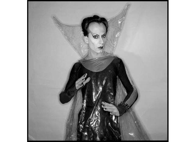 foto 5) EDO BERTOGLIO, KLAUS NOMI KLAUS NOMI, 1978, shot 1978 / print 2001, silverplate gelatine print on baryta paper, photo 45 x 45 cm sheet 60 x 50 cm