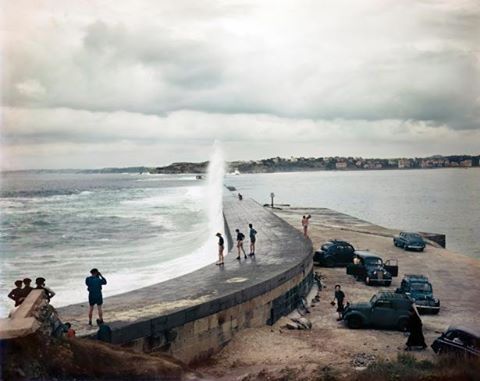 Foto 6) Robert Capa—International Center of Photography/Magnum Photos, Jetty, Biarritz, France, Aug. 1951.