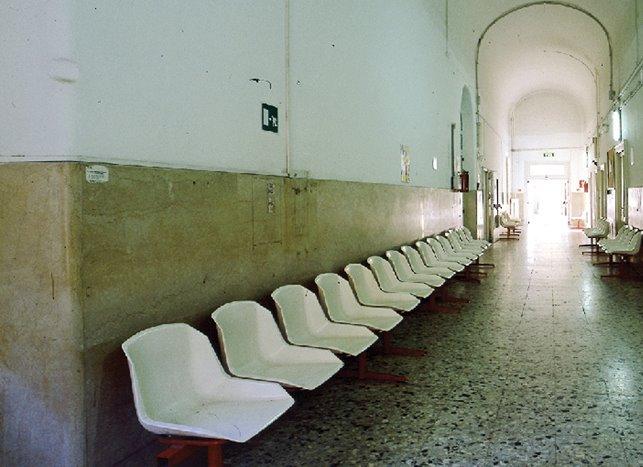 foto 4) Marina Paris, SENZA TITOLO, 2004, C-print on aluminium80 x 150 cm