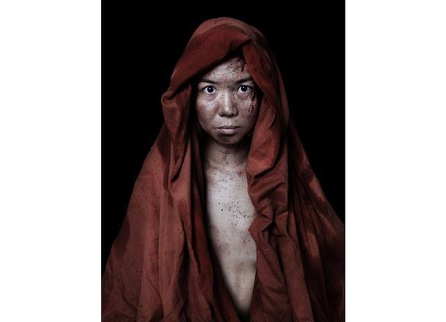 foto 1) Matteo Basilé, THISHUMANITY PEOPLE #01 THISHUMANITY PEOPLE #01, 2010; Lambda print on silver paper mounted on aluminium and framed, 167 x 125 cm ed. 3 + 1AP