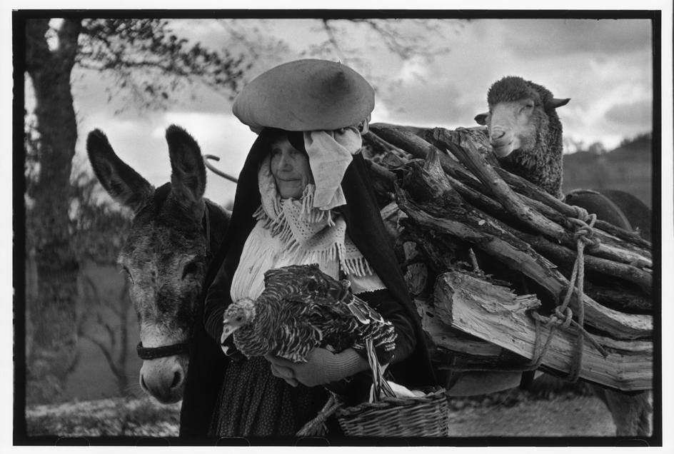 2) Henri Cartier-Bresson, ITALY. Basilicata. 1951