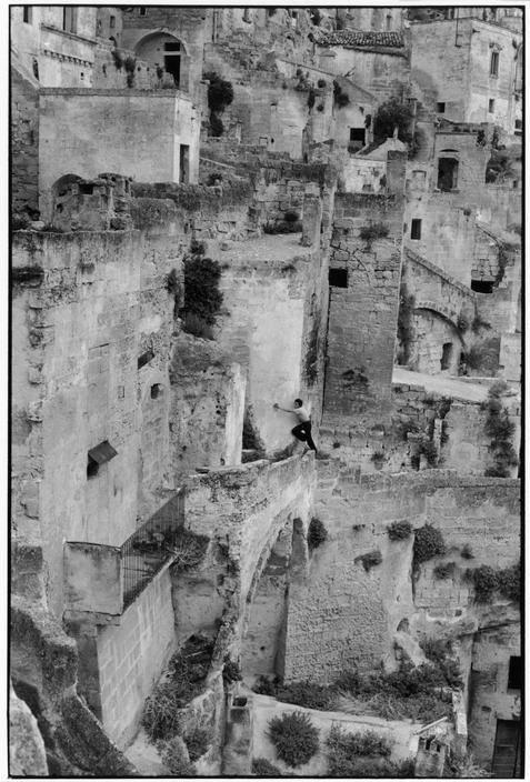3) Henri Cartier-Bresson ITALY. Basilicata. Pisticci. 1951
