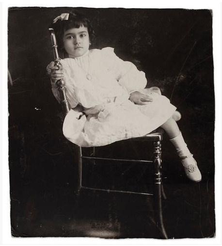 Autore sconosciuto, Frida a cinque anni, 1912 (©Frida Kahlo Museum)