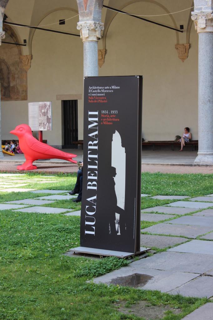 5) Totem all'ingresso della mostra