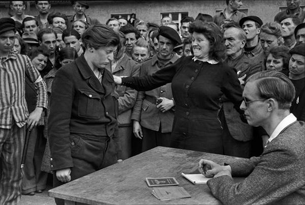 Collaborazionista riconosciuta dalla progioniera, 1945