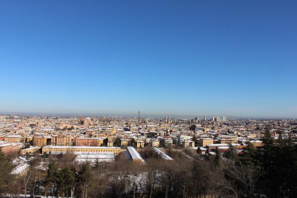 Panorama di Bologna dal colle di San Michele in Bosco. Foto di Luciana Travierso