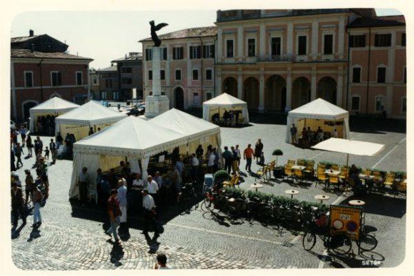 """Portfolio in Piazza 1994 Savignano sul Rubicone, (Archivio fotografico """"Savignano Immagini"""", Savignano sul Rubicone)"""