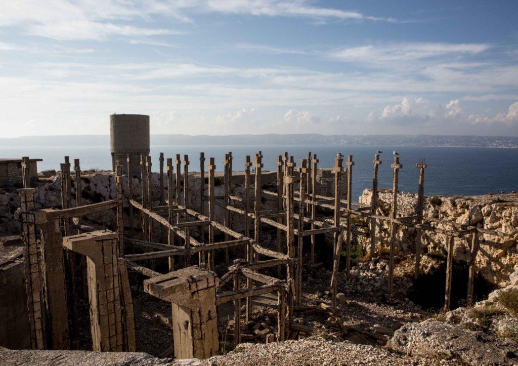 © Leonardo Crociani, Falso cimitero sull' Isola di Ratonneau, Marsiglia.