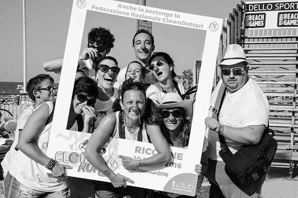"""Il t.club durante il """"Clown Run"""", Rimini, 2016"""