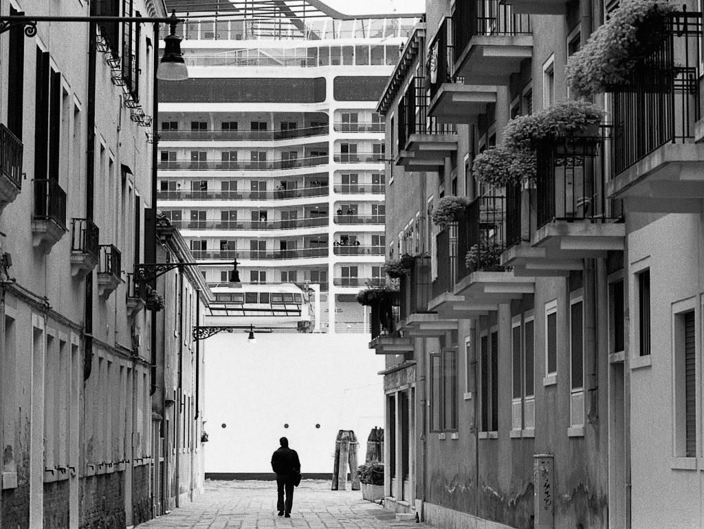 Gianni Berengo Gardin, Venezia, 2013-2015. Davanti alle Zattere, nel Canale della Giudecca © Gianni Berengo Gardin/Courtesy Fondazione Forma per la Fotografia