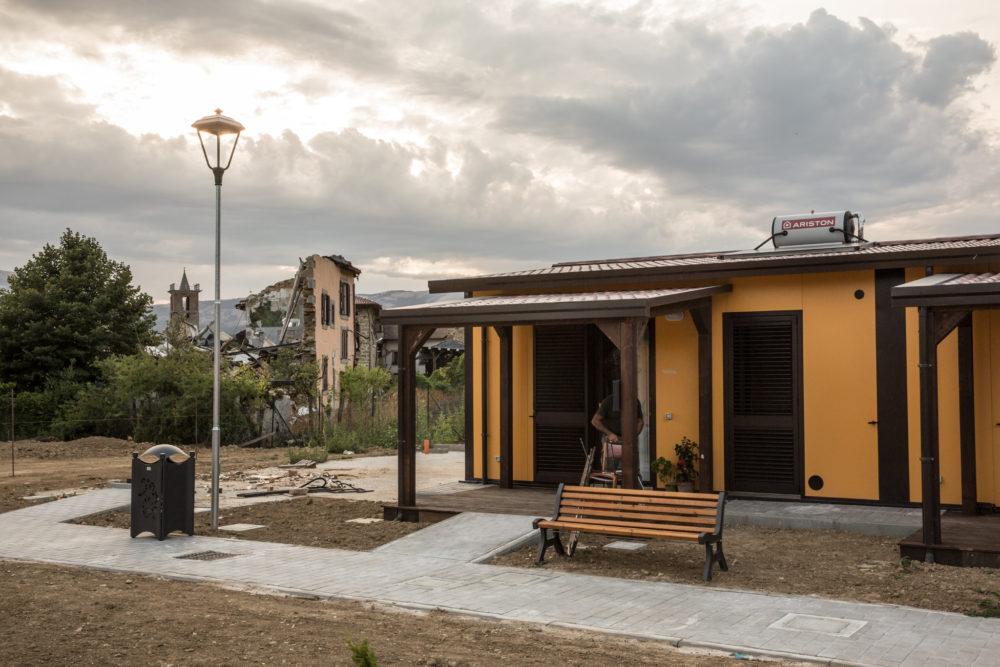 Villaggio delle Soluzioni abitative d'emergenza a Villa San Lorenzo a Flaviano, frazione di Amatrice (agosto 2017). Max Cavallari