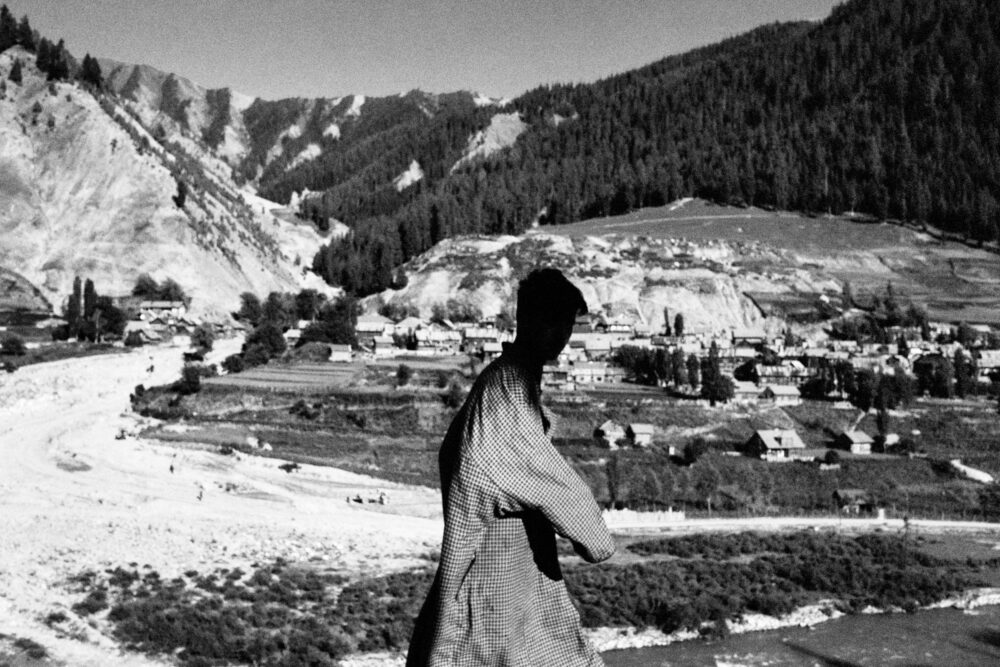Monsoons never cross the mountains di Camillo Pasquarelli